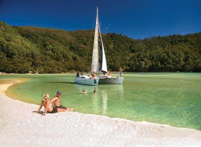 Sailing in the Abel Tasman